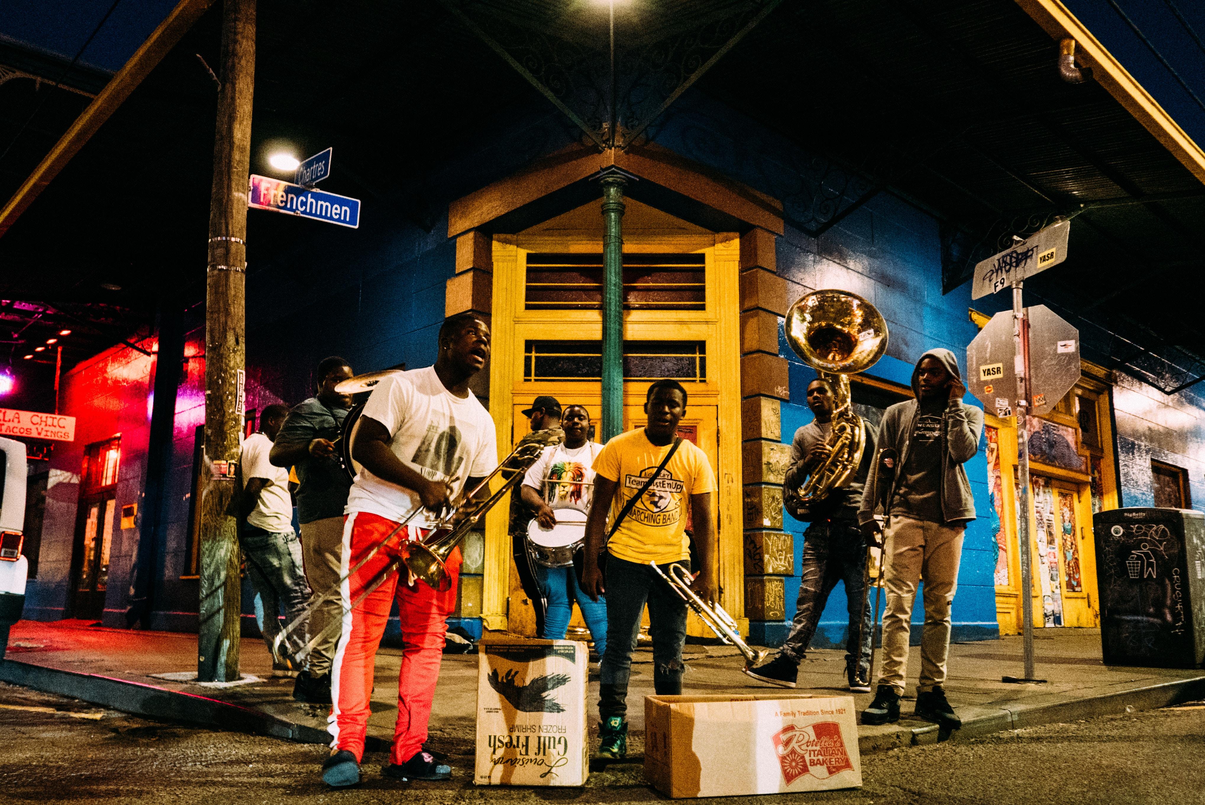 Músicos Em Frenchmen Street, New Orleans, Estados Unidos. Foto: Robson Hatsukami Morgan / Unsplash.