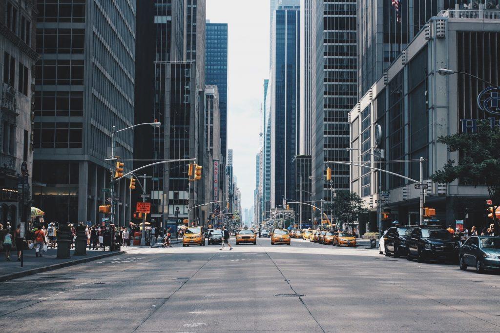 Cidade de Nova York, Ruas, carros e prédios.