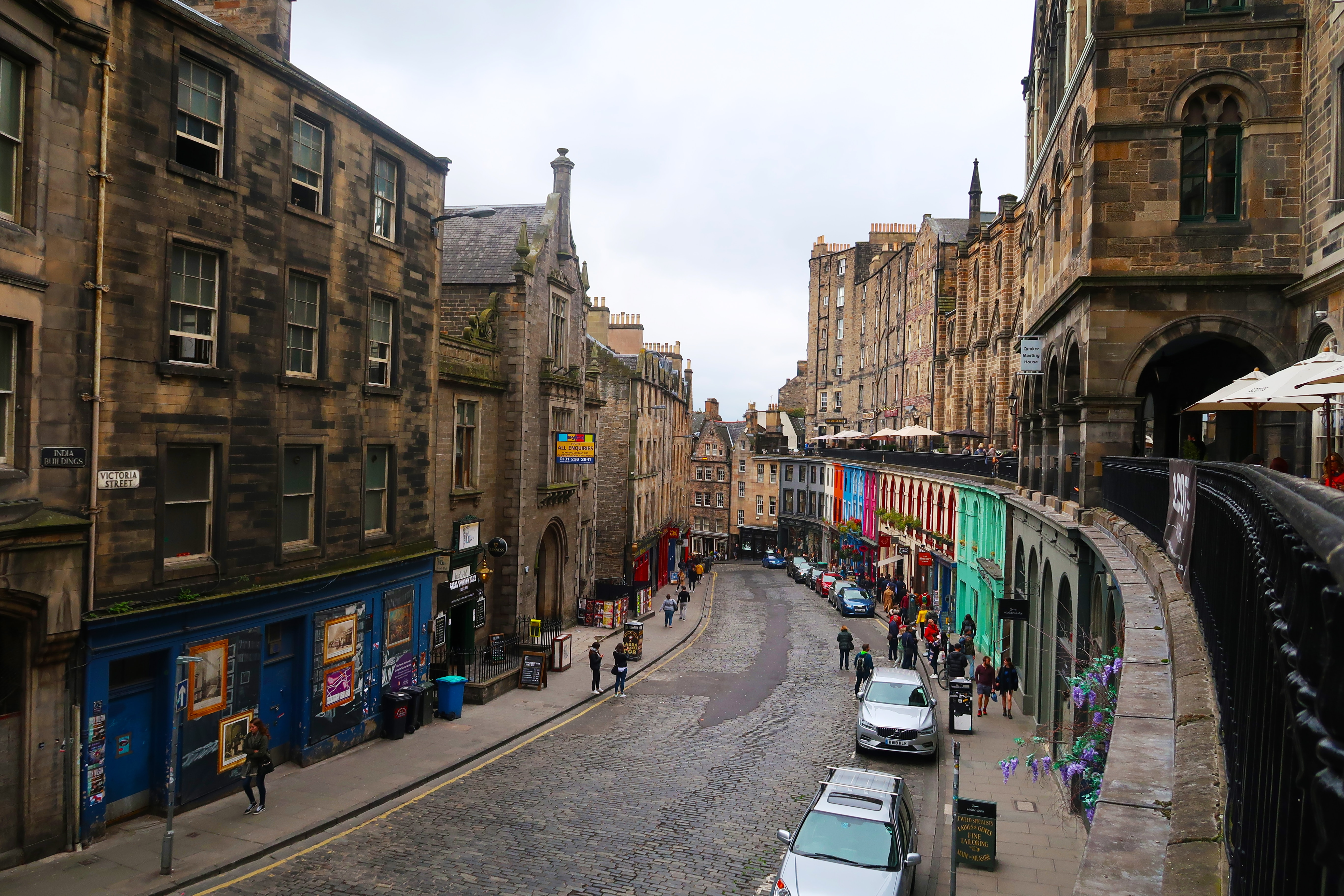 Foto: Victoria Street Edinburgh, UK By Emran Yousof On Unsplash.