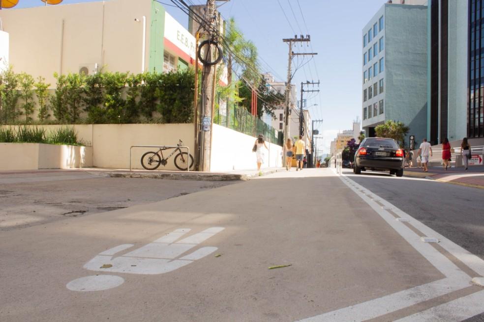 Centro Da Cidade Com Calçadas Ampliadas. Fonte: Encurtador.com.br/dsNV4