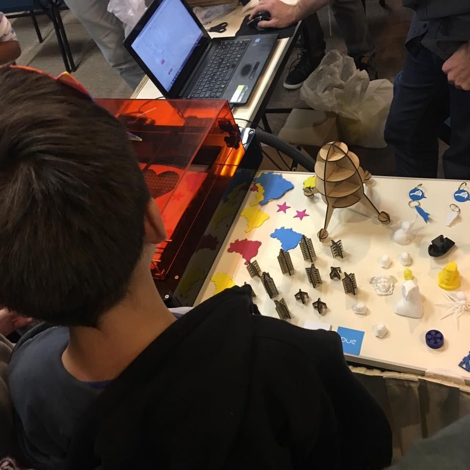Alunos Aprendendo Sobre Impressão 3D