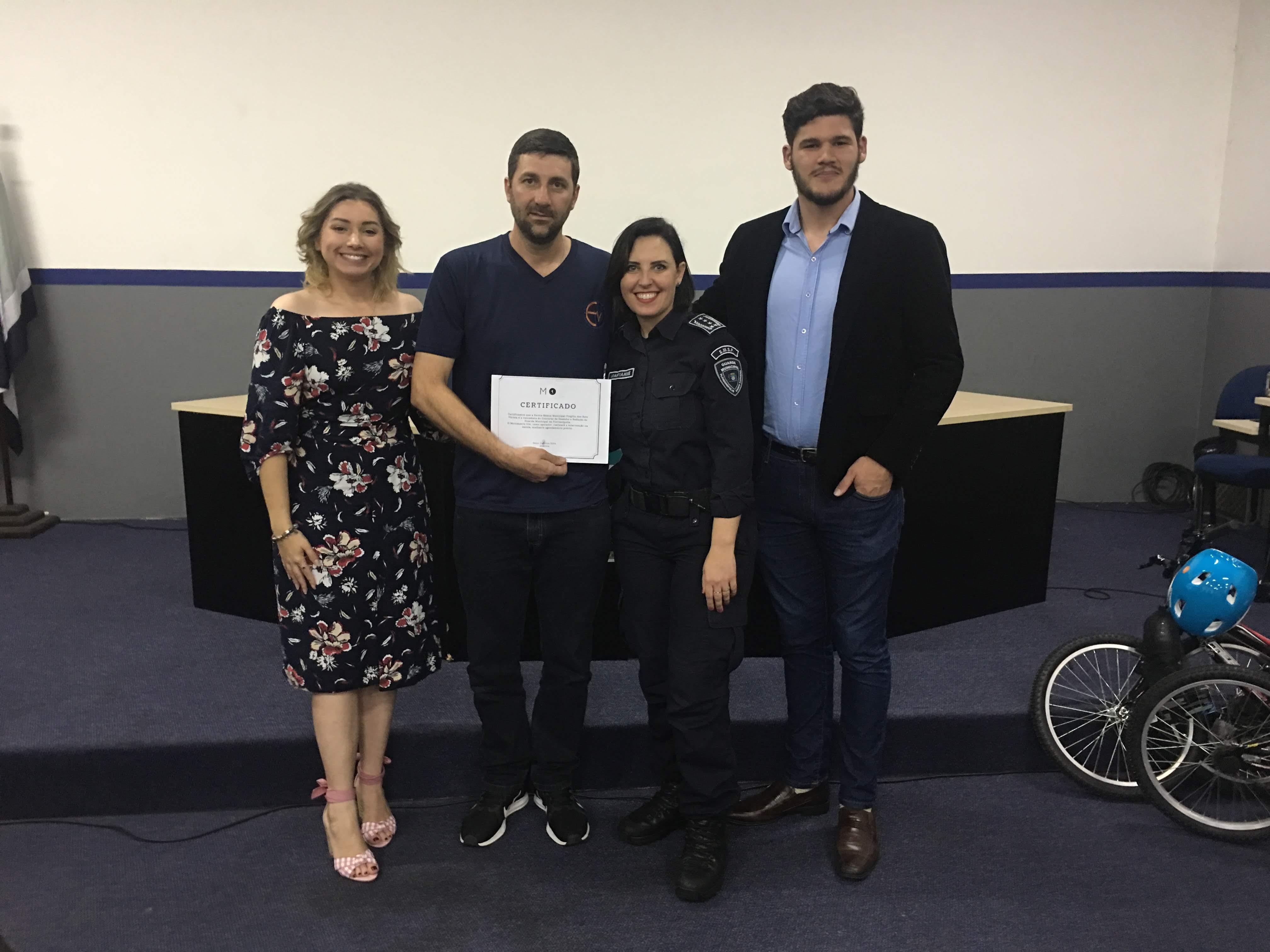 Diretor Da Escola Recebe O Prêmio Intervenção Urbana No Floripa Inovadora (2018).