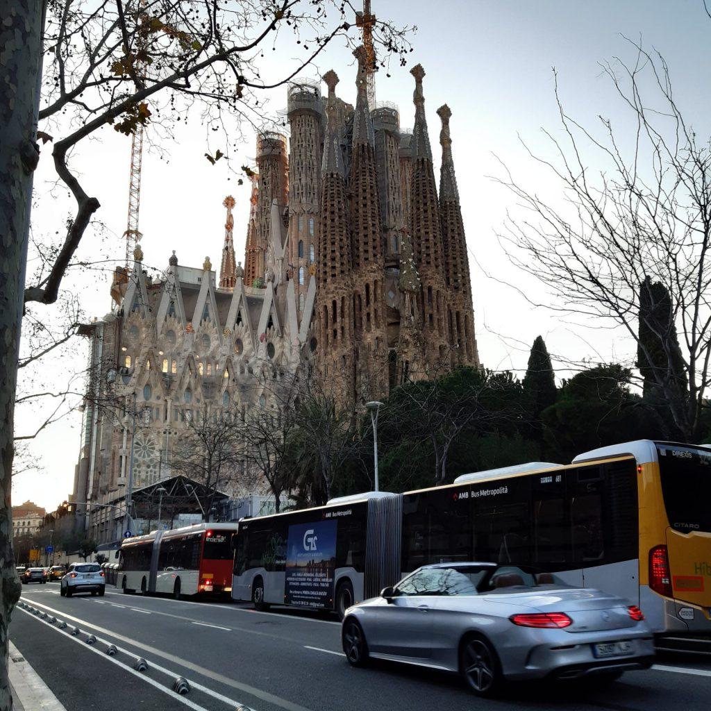 A Disposição Da Via Com O Símbolo Da Cidade: A Sagrada Família, De Gaudí