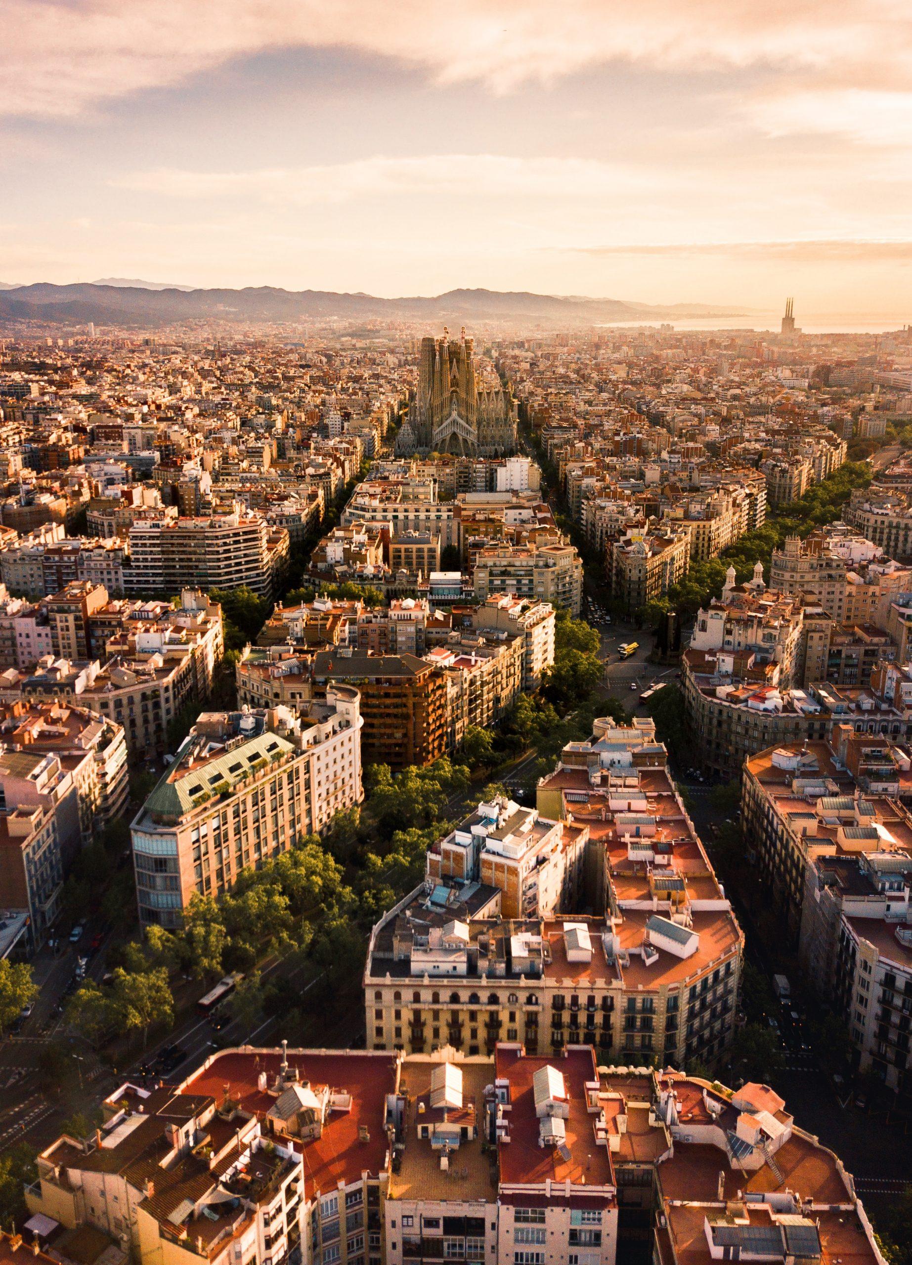 Barcelona E Seus Traços. Foto Por Alfons Taekema Em Unsplash